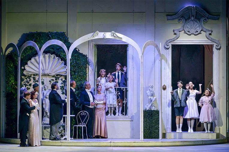 Tutti insieme appassionatamente con Vittoria Belvedere e Luca Ward al Teatro Nuovo di Milano